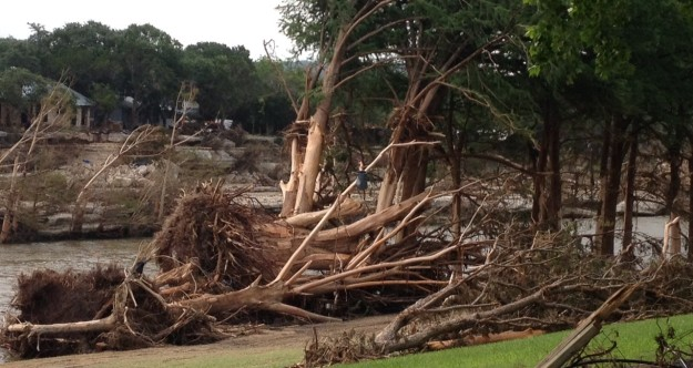 downed-trees-along-blanco-river-in-wimberly-tx-after-2015-historic-flood-thais-perkins-treefolks-e1432921112644